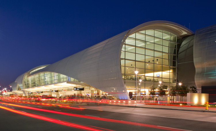 Norman Y. Mineta San Jose International Airport Terminal B / Fentress Architects, © Ken Paul