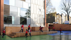Playground Charlotte Sharman Primary School / de Matos Ryan