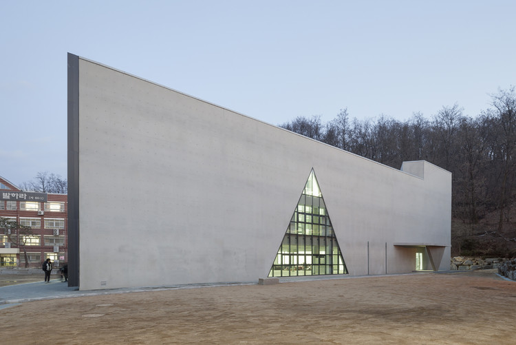 DH 三角形学校 / NAMELESS Architecture, © Sun Namgoong