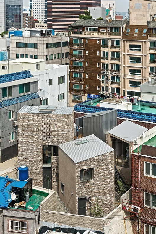 釜山五棵树住宅 / YounghanChung Architects, 由 YounghanChung Architects 提供