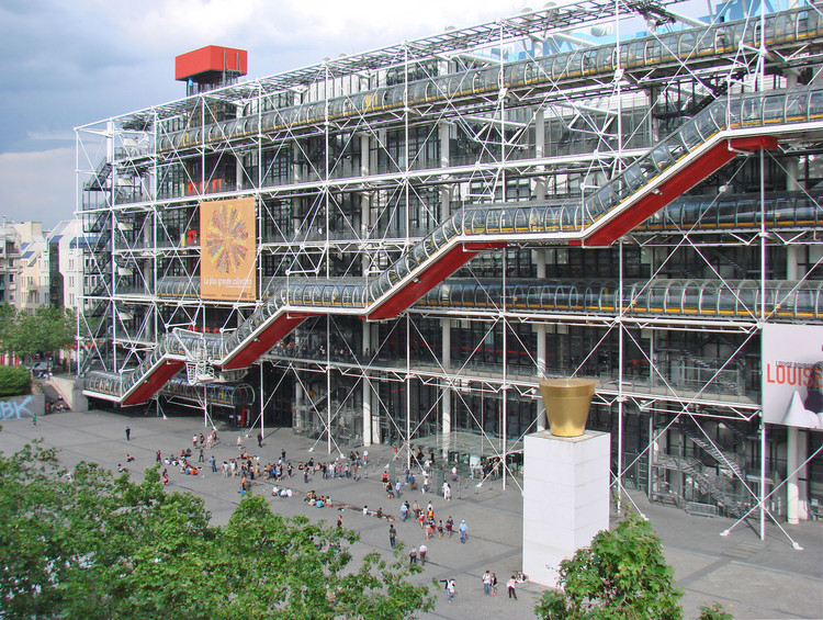 聚焦:理查德·罗杰斯, Centre Georges Pompidou / Richard Rogers + Renzo Piano. Image © <a href='https://www.flickr.com/photos/dalbera/2496569412'>Flickr user dalbera</a> licensed under <a href='https://creativecommons.org/licenses/by/2.0/'>CC BY 2.0</a>