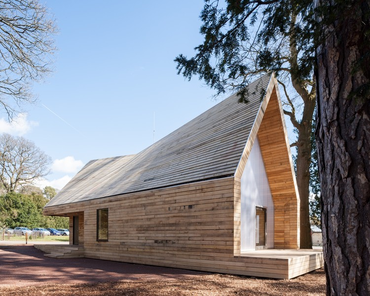 Wolfson Tree Management Centre, Tetbury, Gloucestershire / Invisible Studio. Image © Andy Matthews
