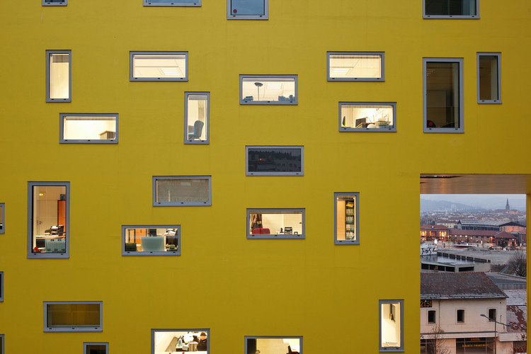 Aluminum Windows: Soleal. Image Courtesy of Technal