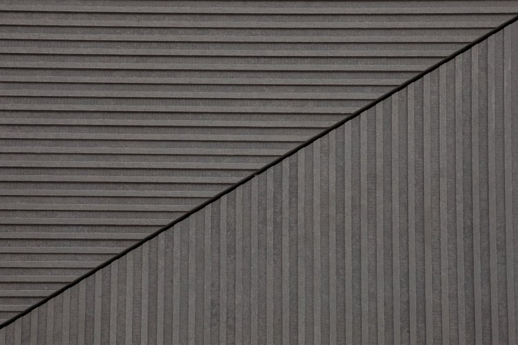 Facade panel Linea. Image Courtesy of EQUITONE