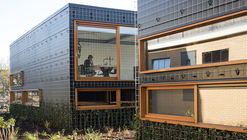 "黑表皮的""绿色小屋"" Green Houses – Strijp R  / Eek en Dekkers"