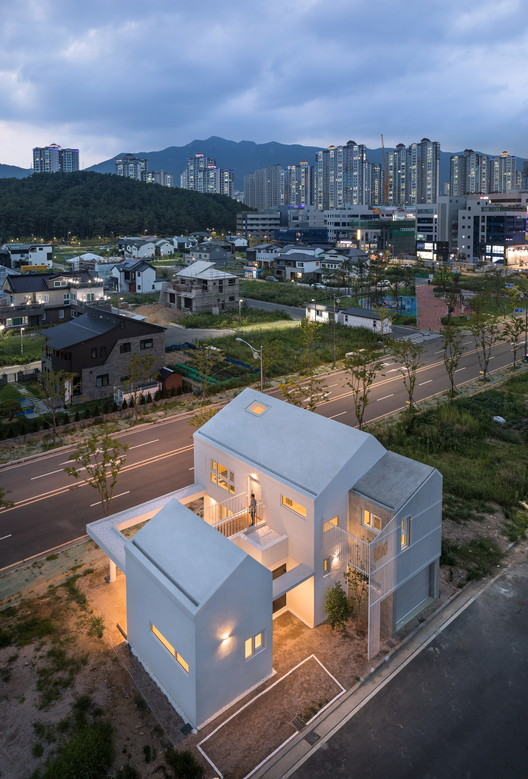 Eorinjip 住宅,大尺度和小尺度的白房子 / Architects Group RAUM, © Yoon Joonhwan