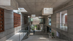 IIM-B 新教学综合体 / Mindspace Architects