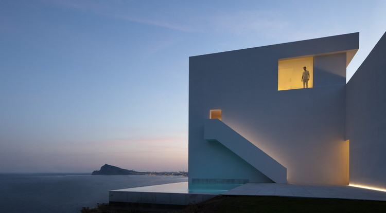 "Fran Silvestre:""建筑将在未来十年内完全改变"", House on the Cliff / Fran Silvestre Arquitectos. Image © Diego Opazo"