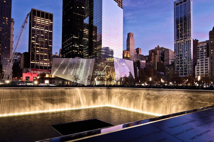 世贸中心遗址将立碑纪念9/11受害者, National September 11 Memorial / Handel Architects with Peter Walker. Image ? Joe Woolhead