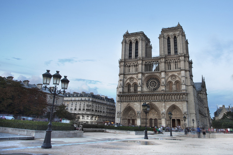 福斯特建筑事务所为巴黎圣母院新尖塔提案, Notre Dame. Image © Flickr user kosalabandara licensed under CC BY 2.0