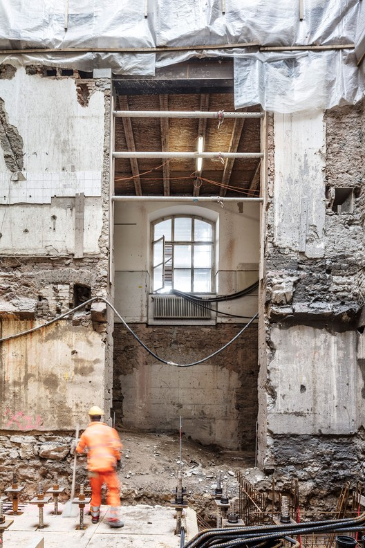 """Focketyn Del Rio 新作""""多孔文化中心 Kaserne""""开始施工, Current State of Existing Structure. Image © Adria Goula"""