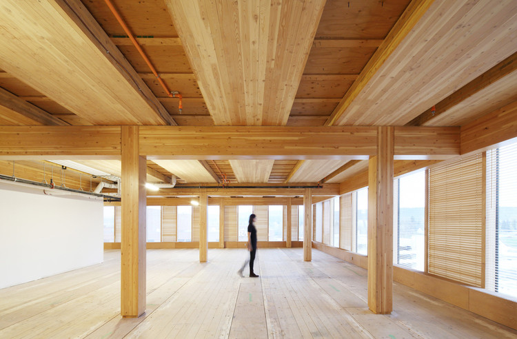 CLT交叉层压木板会在未来取代混凝土吗?, Wood Innovation Design Centre / Michael Green Architecture. Image © Ema Peter