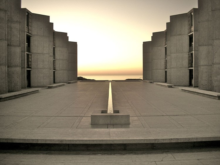 四个现代建筑先驱者的创作历程, Louis Kahn Salk Institute. Image © Flickr by TheNose under the license Creative Commons Attribution-Share Alike 2.0