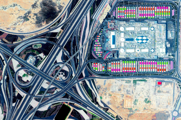 Elisa Iturbe:碳基城市之死, Mall of Qatar at the Rawdat Rashed Interchange, Al Rayyan, Qatar. Postcard image, Log 47: Overcoming Carbon Form. Photo: Maxar Technologies