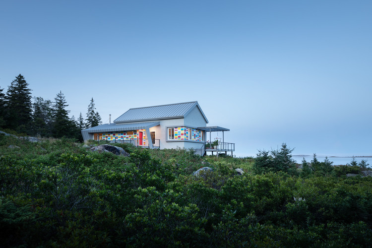 Seal Cove小島住宅,彩色浮標類型學 / LUNO Design Studio, ? Trent Bell Photography