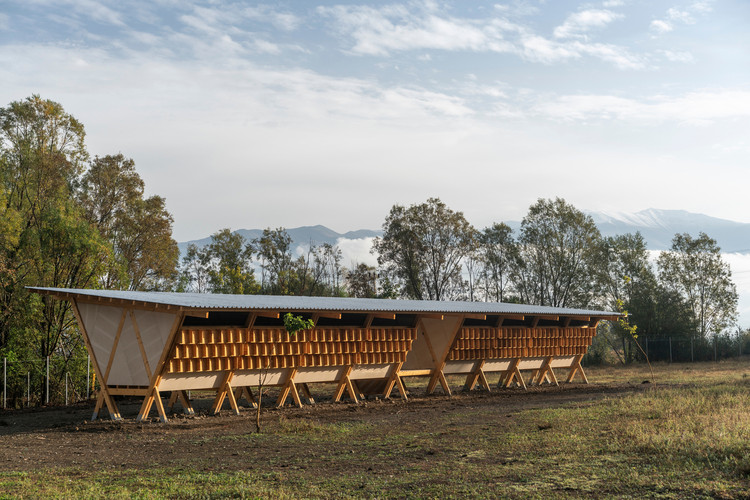 十五个谷仓建筑合集, House of Chickens / SO? Architecture and Ideas. Image Alí Taptik