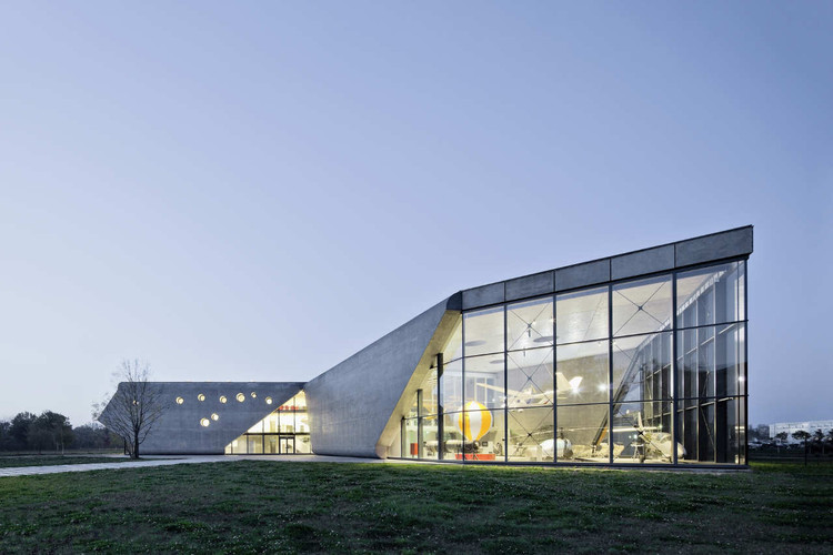 Museum of Aviation and Aviation Exhibition Park / Pysall. Ruge Architekten + Bartlomiej Kisielewski, © Jens Willebrand