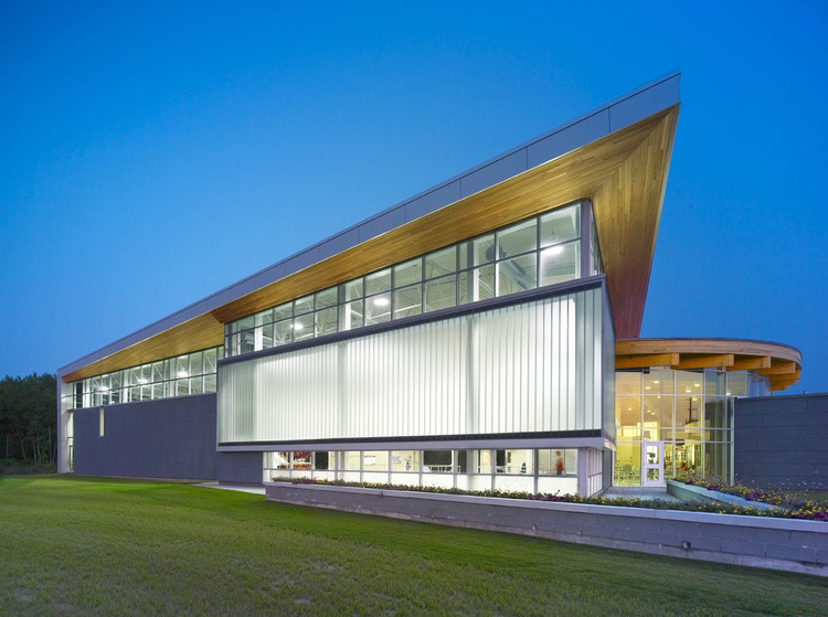 Quinte West YMCA / Architects Tillmann Ruth Robinson, © Shai Gil