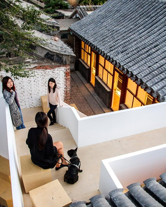 "建筑师除了设计房子,还可以做什么?, Han Zhang along with her team at <a href=""http://www.archdaily.cn"">ArchDaily China</a>. Image Courtesy of Han Zhang"